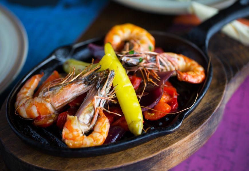 prawns with garlic and chilli with spanish ham